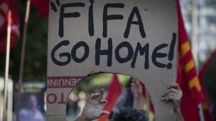 Protesto no Rio: 'Fifa Go Home' / Crédito: Getty