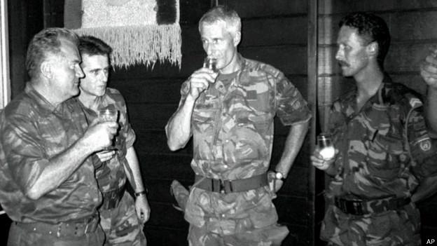 Младич и Карреманс