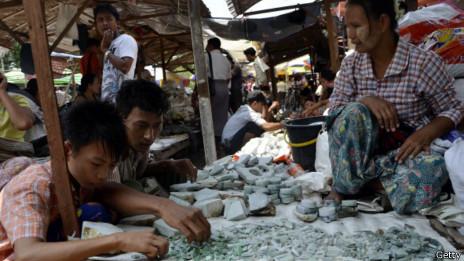 Puesto de jade en el mercado de Mandalay.