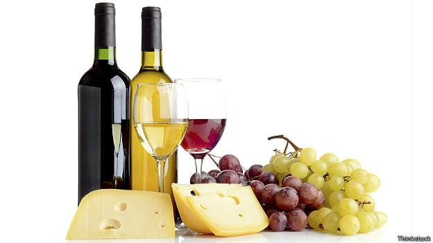 Queso, uvas y vino
