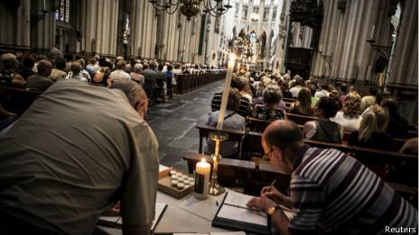 Libro de condolecias en una catedral