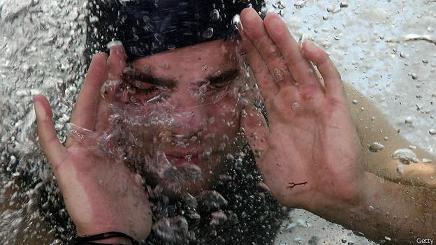 Венгерский трюкач Давид Мерлини под водой
