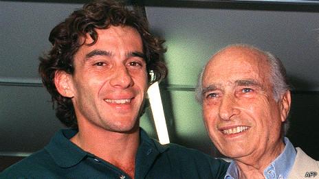 Juan Manuel Fangio junto a Ayrton Senna
