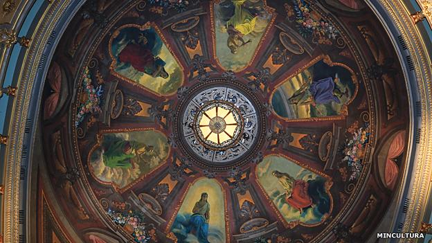Detalle del techo de Teatro Colón de Bogotá