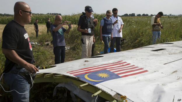 http://wscdn.bbc.co.uk/worldservice/assets/images/2014/07/23/140723152022_boeing_crash_site_624x351_ap.jpg