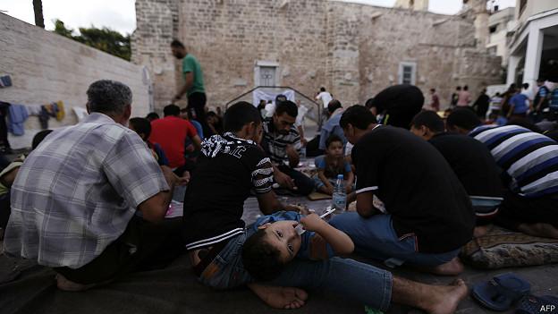 Desplazados palestinos en una iglesia ortodoxa en Gaza
