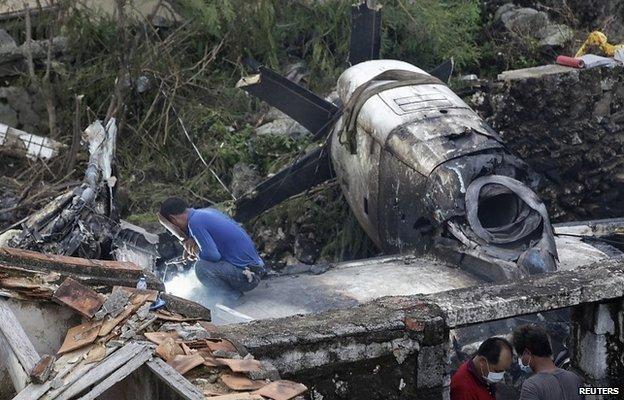 Restos del avión que se cayó en Taiwán