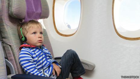 Niño en avión