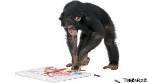 Chimpancé pintando