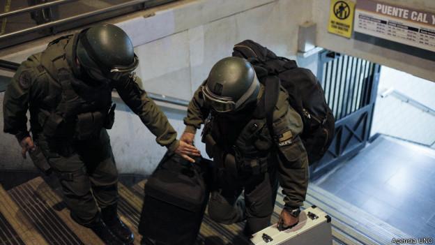 Policía en el metro