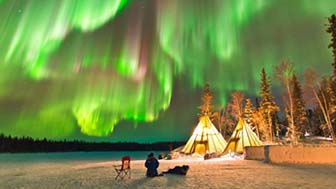Povoado de Aurora em Yellowknife, no Canadá. Foto de O Chul Know/Caters