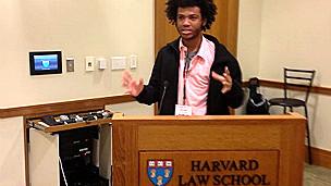 Renê Simões, que cobriu invasão do Alemão aos 16 anos, hoje dá palestra em Harvard Foto Arquivo Pessoal