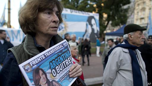 """Protesta contra los """"fondos buitre""""."""