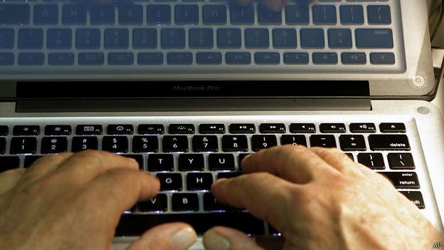 http://wscdn.bbc.co.uk/worldservice/assets/images/2014/08/01/140801101313_keyboard_laptop_624x351_ap.jpg