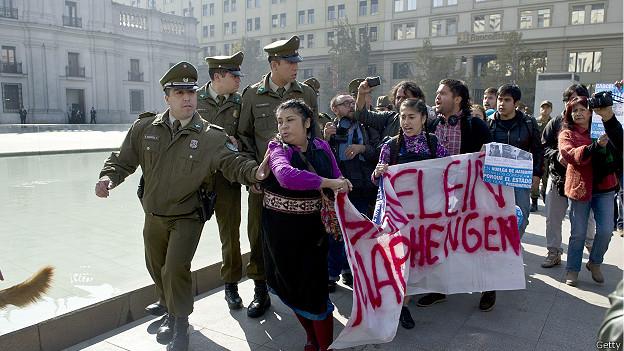 Carabineros reprimen protesta mapuche