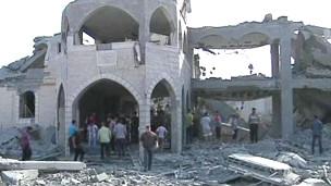 Mesquita destruída durante a madrugada em Gaza (Reuters)