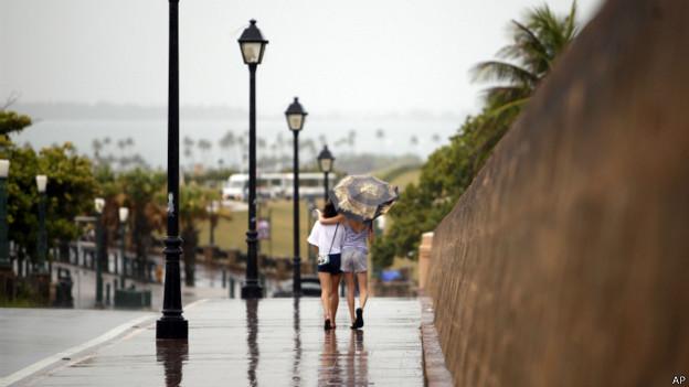 Mujeres bajo la lluvia