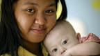 Mãe de aluguel e bebê Gammy. Credito: Reuters