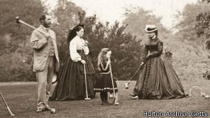 Jugando croquet en la época victoriana