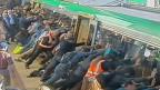 Пассажиры наклонили поезд, чтобы спасти человека