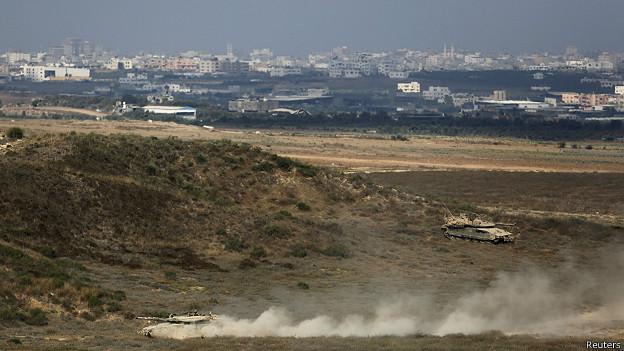 Tanques en el lado israelí de la frontera con Gaza