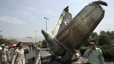 Parte del avión siniestrado en Irán