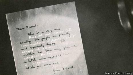 Mensaje escrito con tinta invisible.