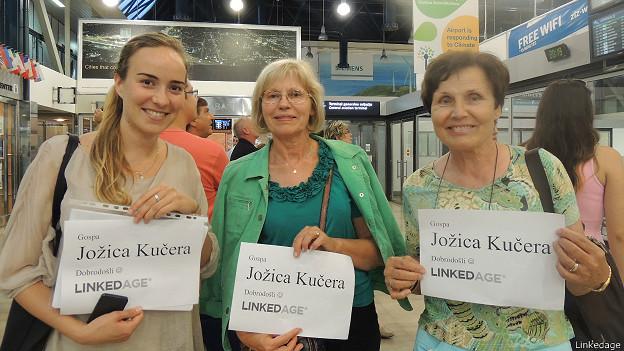 Miembros de Linkedage esperan a Jozica