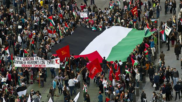 Miles de personas marcharon el 9 de agosto en Santiago para solidarizarse con el pueblo palestino.
