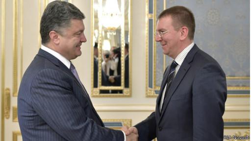 Президент Украины Петр Порошенко и глава МИД Латвии Эдгар Ринкевич