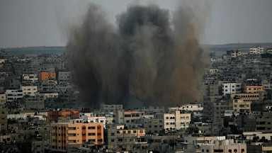 Smoke rises after Israeli air strikes in Al-Zaitun neighbourhood in the east of Gaza City, 10 August 2014