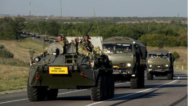 Veículos militares ucranianos / Crédito: AP