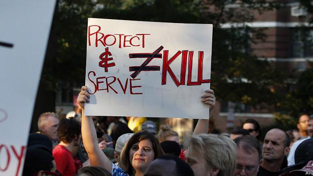 Ferguson, manifestante contra violencia policial