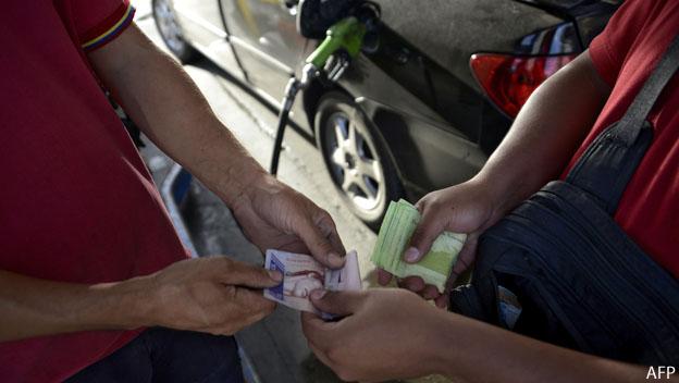 Billetes por gasolina en Venezuela
