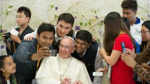Selfie com o papa Francisco (AFP)