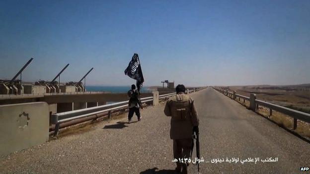Represa Mosul y militantes