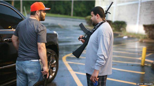 Вооруженные предприниматели в городе Фергюсон, штат Миссури