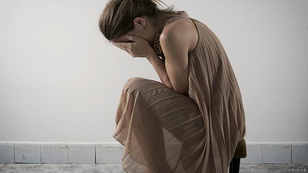 Девушка в состоянии глубокой депрессии