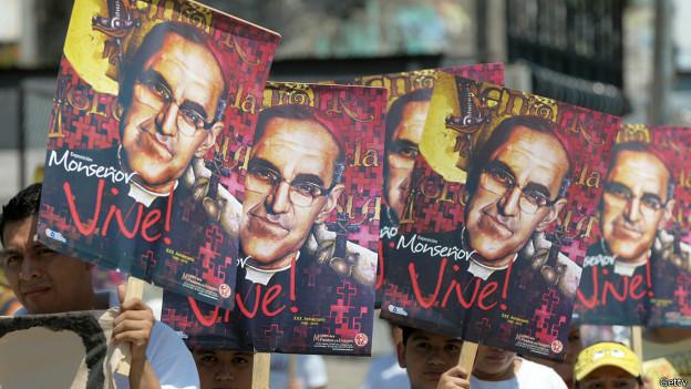 Pancartas de Romero en el 30 aniversario de su muerte