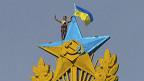 La estrella de Moscú pintada de azul