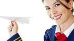 Стюардесса с бумажным самолетиком