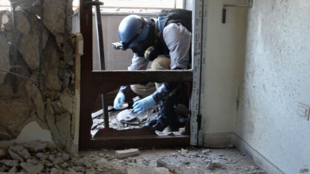 Inspetor da ONU durante missão em Ghouta, na Síria || Foto: AFP