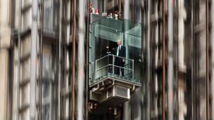 Ascensor en el exterior del edificio Lloyd's, en Londres