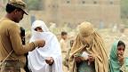بنوں میں شمالی وزیرستان سے نقل مکانی کر کے آنے والی خواتین
