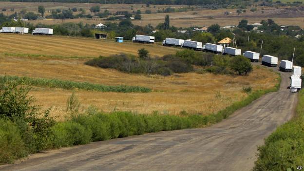 Caminhões russos entram na Ucrânia; Kiev acusa Moscou de violar leis
