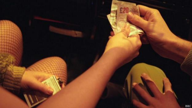 девушка заплатит парню киев