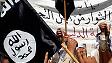 Hombre con bandera de Estado Islámico en una moto