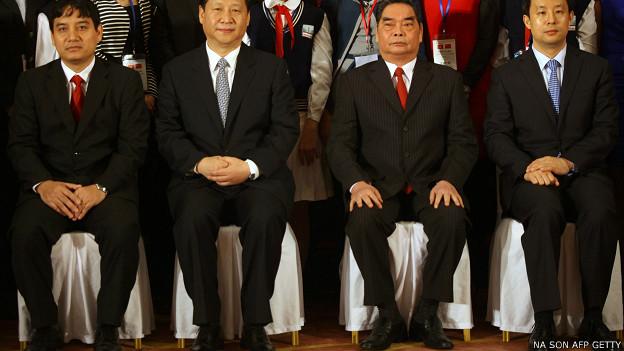 Ông Lê Hồng Anh (thứ 2 từ phải sang) gặp ông Tập Cận Bình (thứ 2 từ trái sang) hồi năm 2011