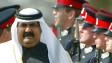 Hamad bin Khalifa al Thani, emir de Qatar hasta 2013, pasa revista a soldados en Sandhurst en 2004