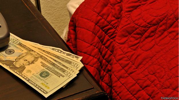 Dinero en el nochero